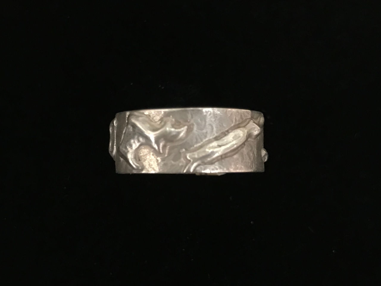 sterling silver ring with the shape of all the Hawaiian Islands. Oahu Side View