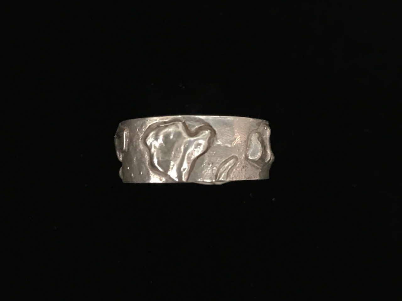 sterling silver ring with the shape of all the Hawaiian Islands. Big Island Side View