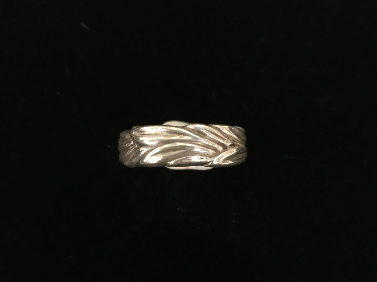 sterling silver ring thin band with maile leaves around entire band