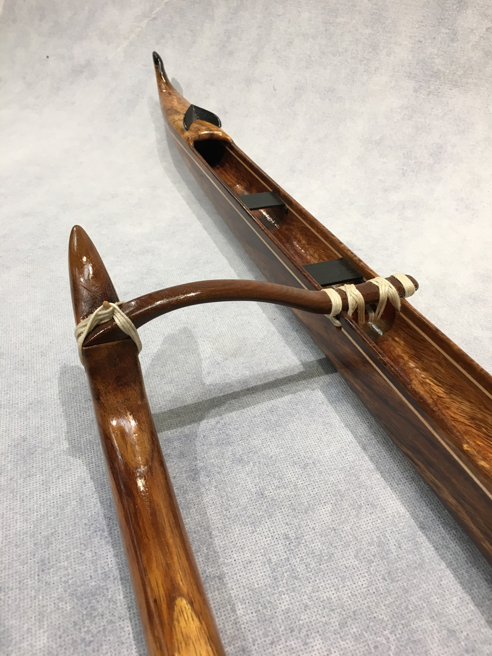 Model wood Hawaiian Canoe by Mel Ross detail