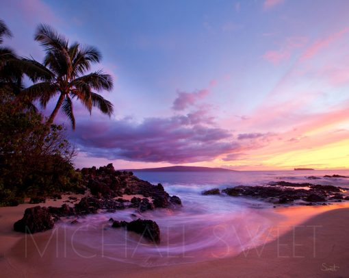 A seascape photo of Wailea beach just after sundown with vibrant pastel skies and ocean
