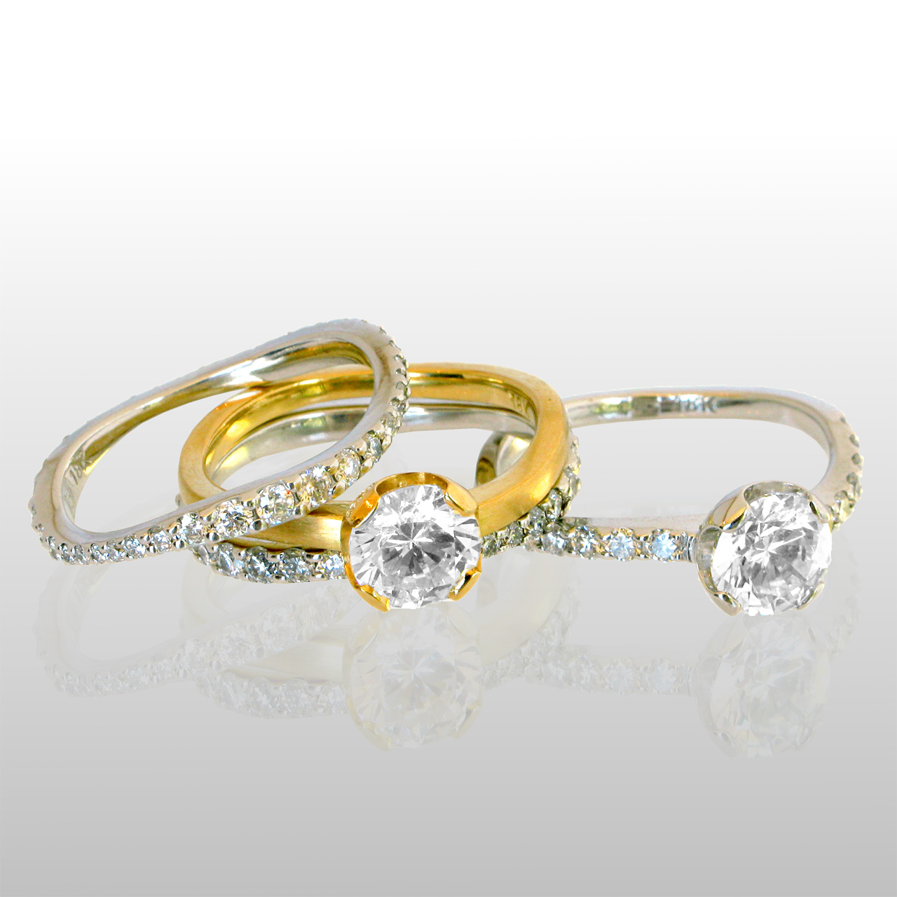 Four wedding rings, two solitaire diamond rings and 2 band rings with diamonds all around. Made of 18k gold